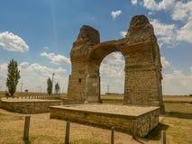 Gamla Roman Gate Heidentor på Carnuntum, Österrike Europa royaltyfria foton