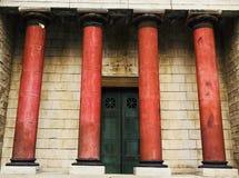 Gamla romanian stilpelare som bygger arkitektur, planlägger tappning Fotografering för Bildbyråer
