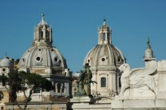 Gamla Rome, Italien Via del Corso gatasikt vertikalt foto som tas från taket som ser på piazza del Popolo med royaltyfri fotografi