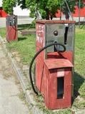 Gamla rostiga bensinstationer Arkivfoton