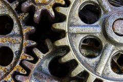 Gamla rostiga kugghjul industriell bakgrund Arkivbilder