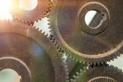 Gamla rostiga kugghjul, mekaniker, bransch, textur Närbild cogwheels arkivfoton