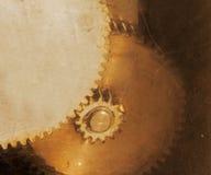 Gamla rostiga kugghjul till och med skrapat exponeringsglas Royaltyfria Foton