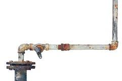 Gamla rostiga rör, åldrig riden ut isolerad rörledning för grungerostjärn och rörmokerianslutningsskarvar, industriella klappmont Arkivfoton