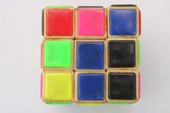 Gamla Rubiks kub som isoleras på vit bakgrund royaltyfria bilder