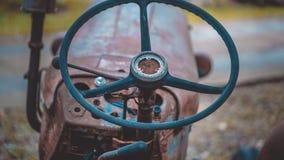 Gamla Rusty Car Steering Wheel fotografering för bildbyråer