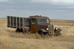 Gamla Rusty Grain Truck Fotografering för Bildbyråer