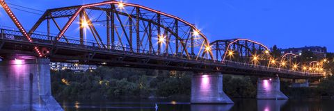 Gamla Rusty Metal Bridge Arkivfoto