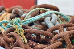 Gamla Rusty Naval Chain Arkivfoton