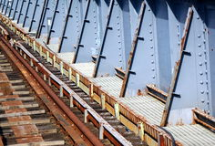 Gamla Rusty Railway Bridge Royaltyfri Bild