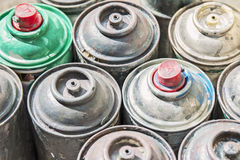 Gamla Rusty Spray Cans Arkivbilder