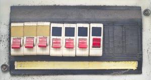 Gamla ruttna grungy strömbrytare, Arkivfoto