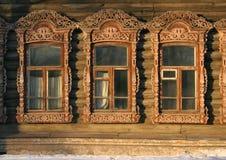Gamla ryska fönster arkivbild