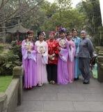 Gamla skådespelare av den kinesiska forntida dramat i en parkera, chengdu, porslin arkivfoto