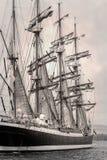 Gamla skeppförsäljningar i svartvitt Royaltyfri Bild