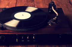 Gamla skivspelare- och grammofonrekord Arkivfoto