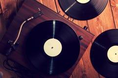 Gamla skivspelare- och grammofonrekord Arkivbild