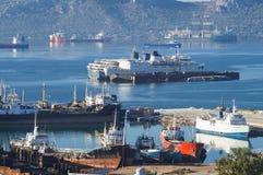 Gamla skyttlar på fjärden av Eleusis, Grekland Fotografering för Bildbyråer