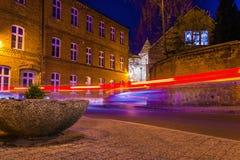 Gamla slingor för ljus för Europa gatanatt royaltyfri fotografi