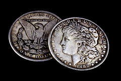 Gamla slitna 1881 och 1882 US dollar Arkivbild