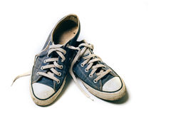 Gamla & smutsiga skor som isoleras på vit bakgrund Arkivfoto