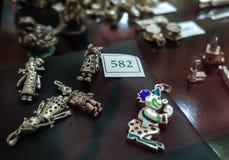 Gamla smycken för samling Arkivbild