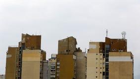 Gamla sovjetiska bostads- byggnader royaltyfri bild