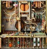 Gamla sovjetiska tarmar för registreringsapparat för bandrulle Retro elektroniska delar och mekanism arkivbilder