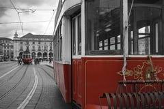 Gamla spårvagnar i Lissabon Royaltyfri Fotografi