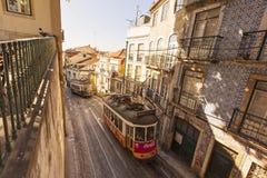 Gamla spårvagnar, Lissabon, Portugal Royaltyfri Bild