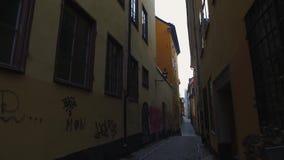 Gamla Stan, la ciudad vieja en Estocolmo almacen de metraje de vídeo