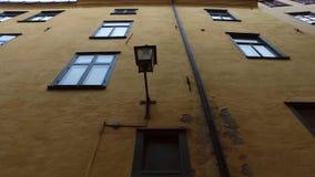 Gamla Stan, la ciudad vieja en Estocolmo almacen de video