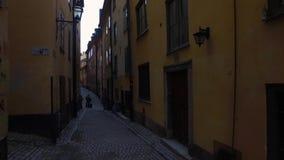 Gamla Stan, la vecchia città a Stoccolma stock footage