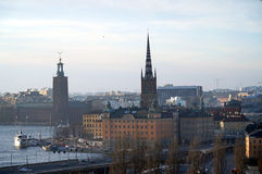 Gamla Stan y ayuntamiento en Estocolmo fotografía de archivo libre de regalías