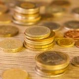 Gamla staplade mynt Arkivfoton