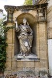 Gamla statyer i Aixen provence i joseph sekundmausolee Arkivbilder