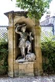 Gamla statyer i Aixen provence i joseph sekundmausoleum Arkivbilder