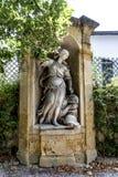 Gamla statyer i Aixen provence i joseph sekundmausoleum Arkivfoton
