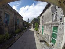 Gamla stenhus av den Sabtang ön Arkivbilder