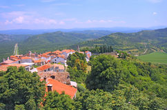 Gamla tak i den Motovun staden i den Istria regionen, Kroatien Arkivbilder