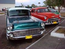Gamla 50-taltappningbilar, havannacigarr, Kuba Arkivbilder
