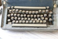 Gamla tangenter för en skrivmaskin arkivfoton