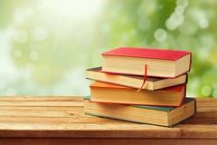 Gamla tappningböcker över bokehbakgrund Royaltyfri Bild