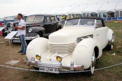 Gamla tappningbilar som visas på utställningen Arkivfoto