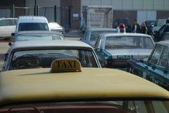 Gamla taxi och polisbilar Royaltyfria Bilder