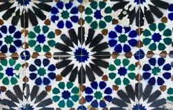 Gamla tegelplattor av Portugal, detalj av en klassisk azulejo för keramiska tegelplattor royaltyfri foto