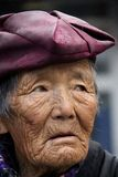 Gamla tibetana kvinnor ut för en waner Royaltyfri Fotografi