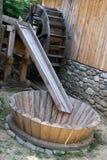 Gamla trä maler hjulet Royaltyfri Fotografi