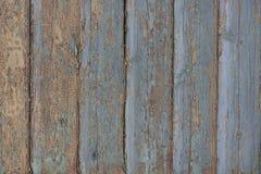 Gamla träblåa bräden med att smula målarfärg fotografering för bildbyråer
