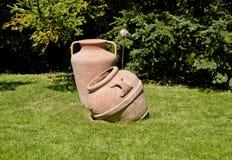 Gamla trädgårds- lergods fotografering för bildbyråer